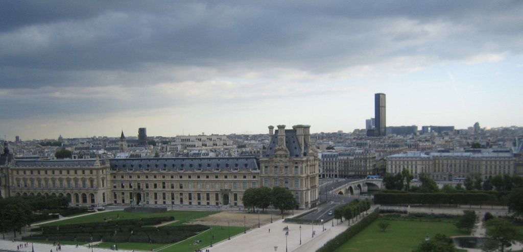paris-clouded-skyline